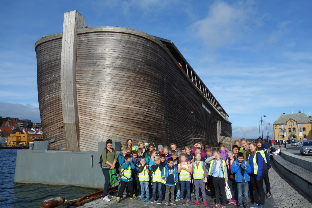Skulen foran Noas Ark