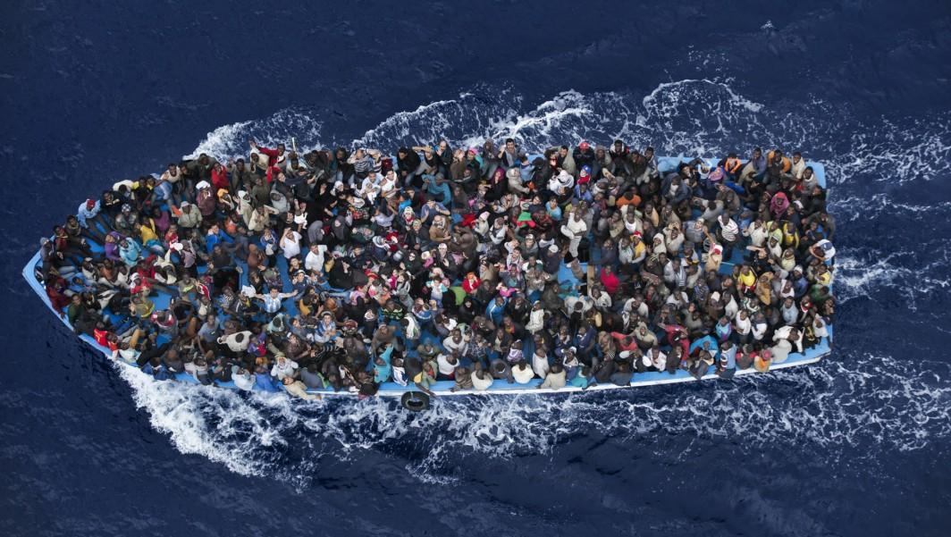 Slik kan det sjå ut når desperate menneske flyktar over middelhavet