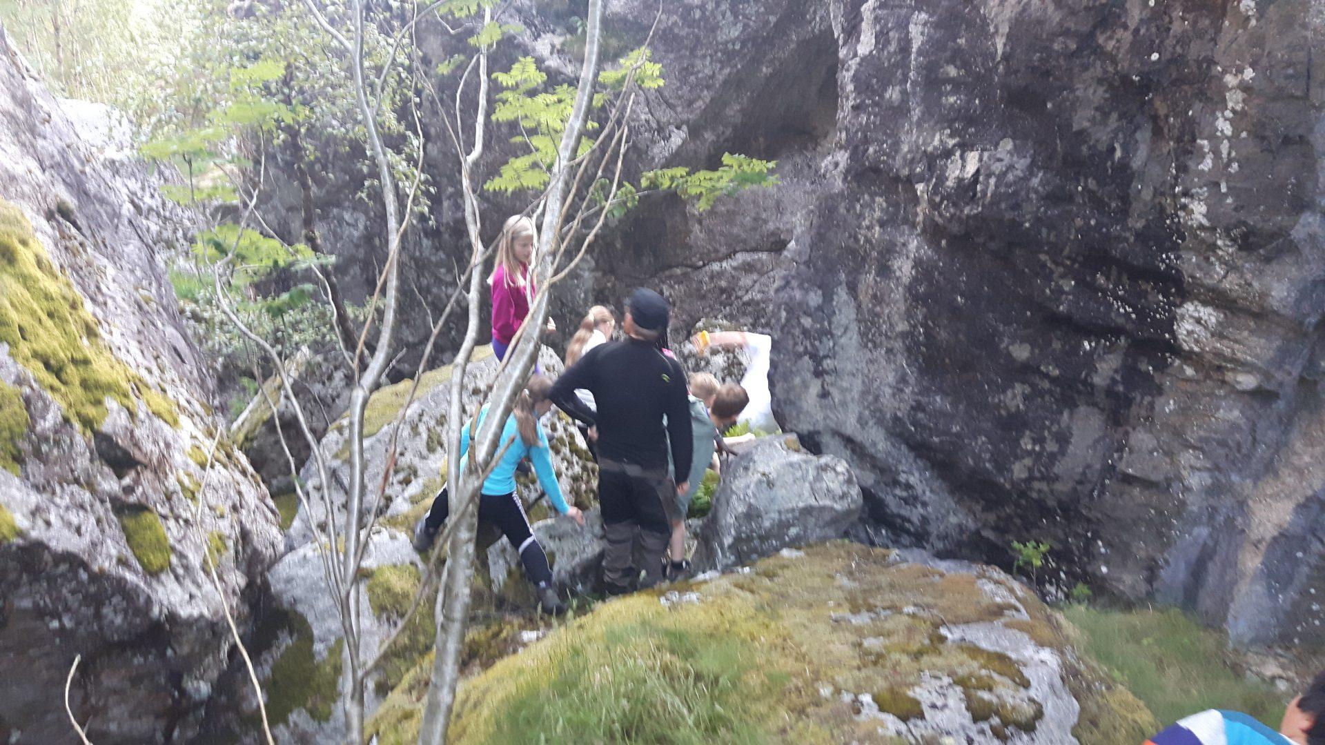 Grottevandring i steinrøysa